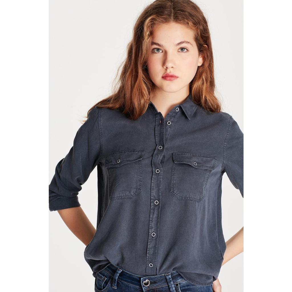 Mavi Bayan Gömlek Çeşitleri ile Tarzınızı Tamamlayın