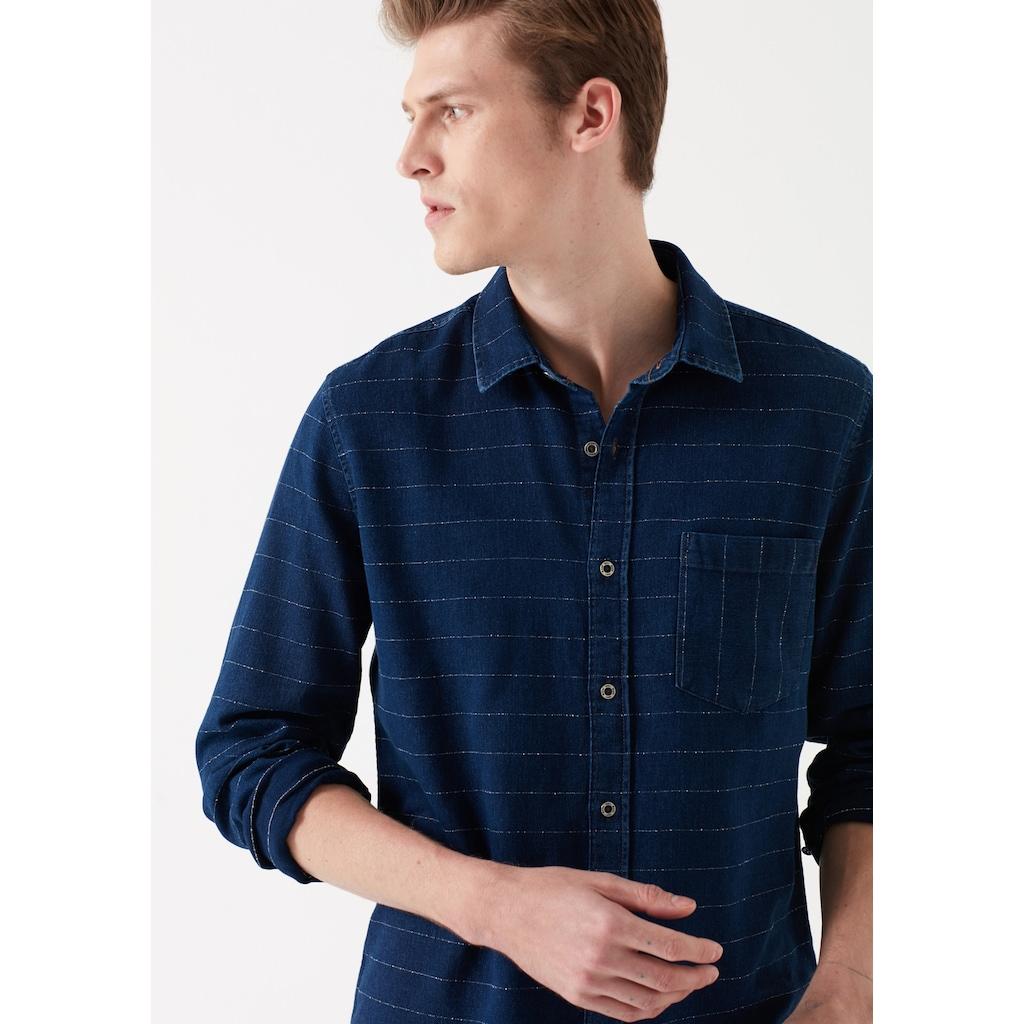 Mavi Erkek Oduncu Gömleği ile Aykırı Tarzınızı Bulun