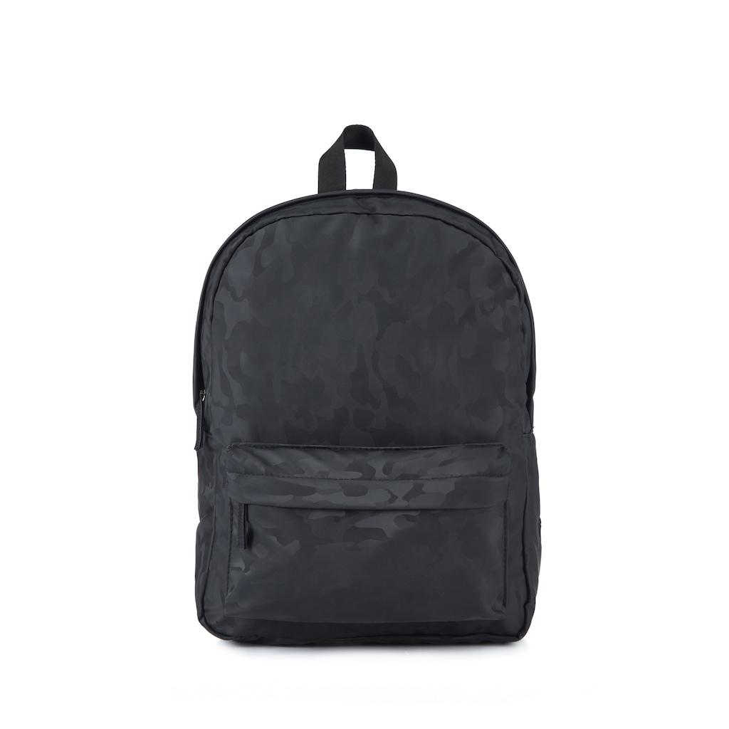 Mavi Çanta Modelleriyle Şık Omuz Detayları