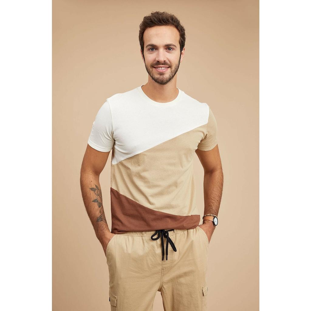 DeFacto Erkek Tişörtler ile Tarzınızı Yansıtın