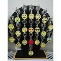 40170242 - Pınar Store Emoji Kafalar Digital Baskı Toptan Ahşap Anahtarlık 140 Adet Stand Dahil Sarı - n11pro.com
