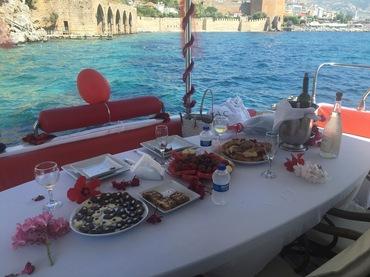 Boğaz Turu Eşliğinde Yatta&Teknede Kahvaltı Organizasyonu