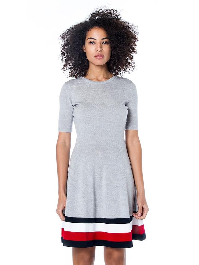Tommy Hilfiger Elbise Modelleri İç Açıcı Tasarımlara Sahiptir