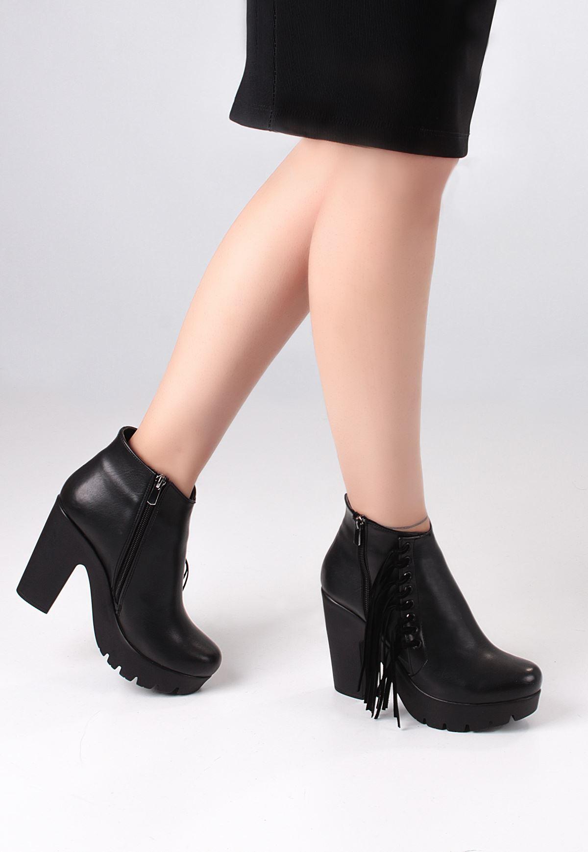 Siyah Cilt Yandan Püsküllü Bayan Topuklu Bot