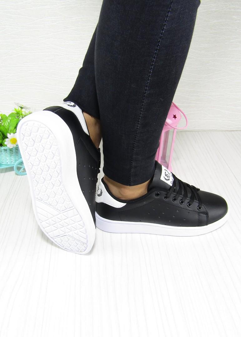 06f93810e3bf2 ... Bayan Spor Ayakkabı. Renk: Siyah-Beyaz Detay : Bağcıklı Malzeme: Cilt  Taban Yüksekliği : Düz Taban 2.7 cm. Taban Materyali: Poli Taban İç  Taban:Tekstil